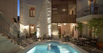 维斯奥广场独家公寓 - 罗希姆诺 - 游泳池