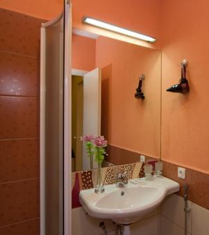 赫尔岑旅馆 - 圣彼德堡 - 浴室