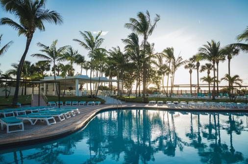 迈阿密海滩riu广场酒店 - 迈阿密海滩 - 游泳池