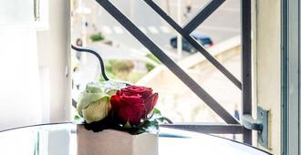 比亚里茨中央广场美居酒店 - 比亚里茨 - 客房设施