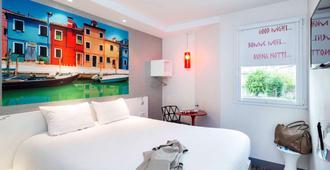 布卢瓦中心加雷宜必思尚品酒店 - 布鲁瓦 - 睡房