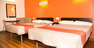 内布拉斯加奥马哈 6 号汽车旅馆 - 奥马哈 - 睡房