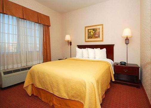 近大学质量酒店及套房 - 韦科 - 睡房