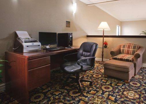 近大学质量酒店及套房 - 韦科 - 商务中心