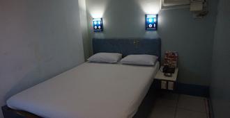 阿维尼达哈琳娜酒店 - 马尼拉 - 睡房