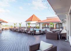 帕拉马里博华美达公主酒店 - 帕拉马里博 - 游泳池