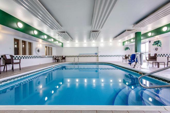 舒适套房酒店 - 罗切斯特 - 游泳池