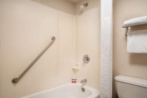 丹佛国际机场戴斯套房酒店 - 丹佛 - 浴室