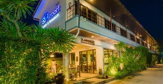 普吉岛机场公寓酒店 - 迈考