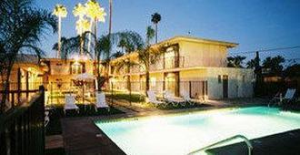 7斯普林斯旅馆&套房酒店 - 棕榈泉 - 游泳池