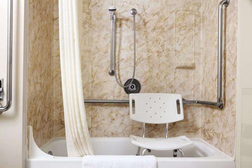 超级8爱达荷瀑布酒店 - 爱达荷福尔斯 - 浴室