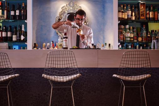 阿利思莎娜温泉套房酒店 - 费拉 - 酒吧