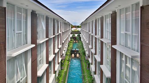 塞米亚克阿莱亚酒店 - 库塔 - 户外景观