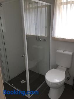 布鲁汽车旅馆 - 干比尔山 - 浴室