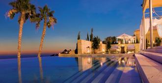 公爵湾酒店 - 阿德耶 - 游泳池