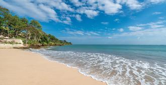 巴厘岛金巴兰湾四季度假酒店 - South Kuta - 海滩