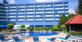 莫雷利亚格兰贝斯特韦斯特plus酒店 - 莫雷利亚 - 游泳池