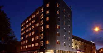 德斯尔瓦华沙机场酒店 - 华沙 - 建筑