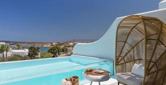 丽莉全套房成人酒店 - 纳乌萨 - 游泳池