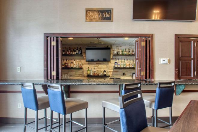 麦迪逊康福特套房酒店 - 麦迪逊 - 酒吧
