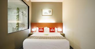 樟宜村蚕室酒店 - 新加坡 - 睡房