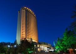 哈萨克斯坦酒店 - 阿拉木图 - 建筑