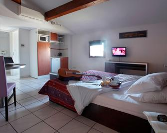 阿多尼斯卡尔卡松公寓式酒店 - 卡尔卡松 - 睡房