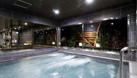 豪华胶囊酒店-安心之宿新宿站前店 - 东京 - 游泳池