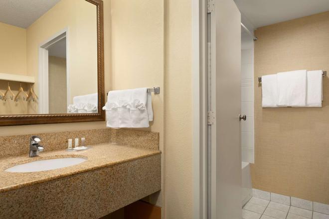 埃德蒙顿市区戴斯酒店 - 埃德蒙顿 - 浴室
