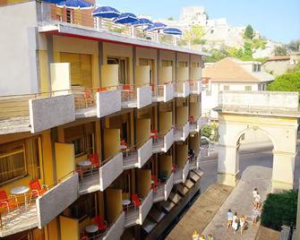 科利布瑞酒店 - 菲纳莱利古雷 - 建筑