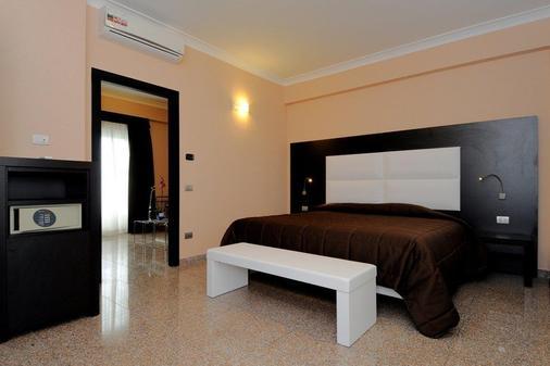 优诺罗马机场酒店 - 菲乌米奇诺 - 睡房