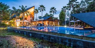 尼拉马雅水疗别墅 - 道格拉斯港 - 游泳池