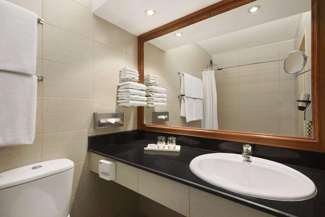 巴林温德姆华美达酒店 - 麦纳麦 - 浴室