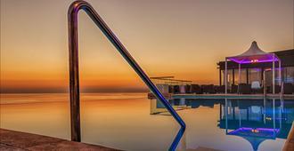 艾克斯宫廷酒店 - 斯利马 - 游泳池