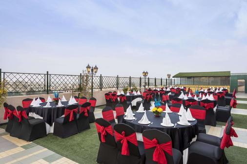 贾朗达尔市中心华美达酒店 - 賈朗達爾 - 宴会厅