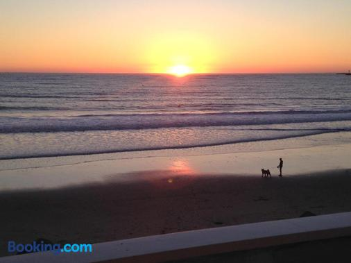 兰迪斯海岸海滨旅馆 - 半月湾 - 海滩