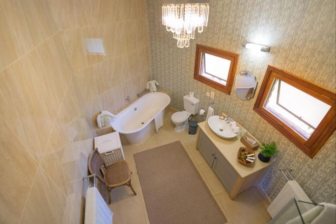 里拉依山林小屋 - 路沙卡 - 浴室