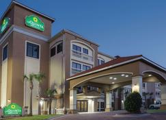 沃尔顿堡滩温德姆拉昆塔套房酒店 - 沃尔顿堡滩 - 建筑