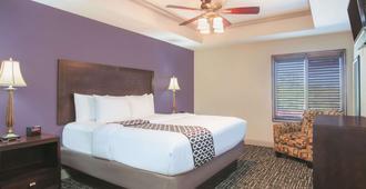 沃尔顿堡滩拉金塔旅馆及套房酒店 - 沃尔顿堡滩 - 睡房