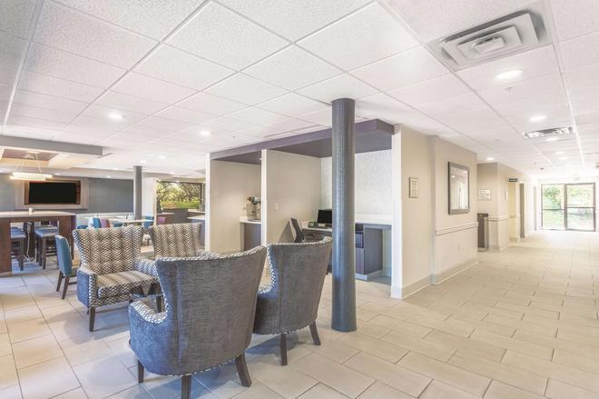 杰克逊机场拉金塔旅馆及套房 - 珍珠城 - 大厅