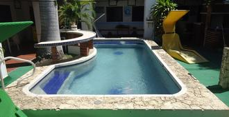 新格拉纳达酒店 - 圣玛尔塔 - 游泳池