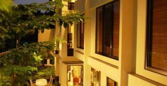 雅加达阿琳毗佩加腾套房酒店 - 雅加达