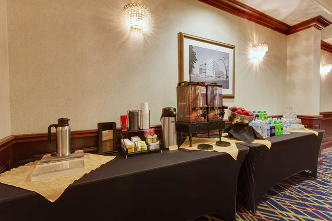 圣路易斯拱门德鲁里广场酒店 - 圣路易斯 - 自助餐