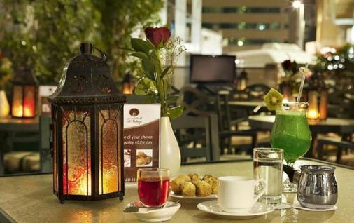 阿尔曼泽尔公寓酒店 - 阿布扎比 - 食物