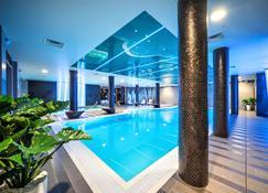 华尔登河畔 SPA 酒店 - 里加 - 游泳池