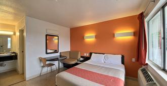 德克萨斯圣马科斯 6 号汽车旅馆 - 圣马科斯 - 睡房