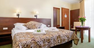 泽罗尼酒店 - 波兹南 - 睡房