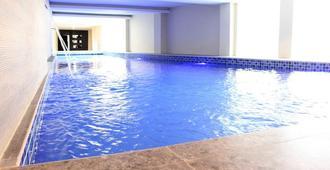 杰姆薩里德季飯店 - 泗水 - 游泳池