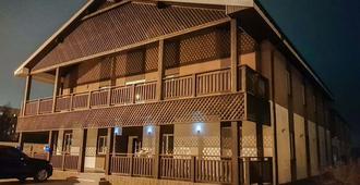 博尔特尼希村庄酒店 - 基辅 - 建筑