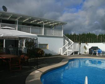 特普纳汽车旅馆和假日公园 - 陶朗阿 - 游泳池